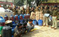 जौनपुर पुलिस ने तीन लोगो को गिरफ्तार करके लाखो का शराब किया जप्त .