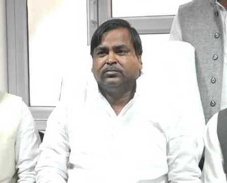 सपा सरकार ही गरीबों व किसानों की हितैषी :गायत्री प्रसाद प्रजापति