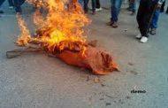 गैस की बढ़ी कीमतों पर कांग्रेसियों ने फूंका केन्द्रीय मंत्री का पुतला.