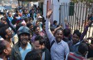 फीस जमा नहीं की तो छात्रों को परीक्षा से रोका, काॅलेज के गेट पर हंगामा