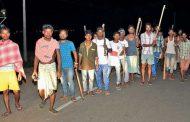 जमशेदपुर : बच्चा चोर के नाम पर हुई हत्याकांड के विरोध में सड़कों पर उतरे लोग.