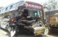 पालघर में बस और कंटेनर की टक्कर 2 की मौत 16 घायल , IRB की लापरवाही से हो रही है घटनाये.