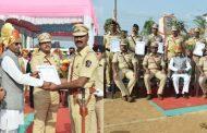 पालघर जिला के पुलिस अधिकारियो को मंत्री विष्णु सावरा ने किया सम्मानित .