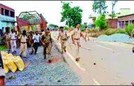 बिहार : पेड़ से लटकता हुआ किशोर का मिला शव, पथराव, पुलिस फायरिंग