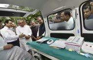 बिहार : CM नितीश कुमार  ने आम लोगों की सुविधा के लिए 102 एंबुलेंस सेवा को दिखाया हरी झंडी.