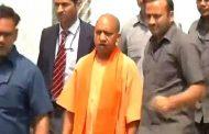 गोरखपुर हादसा : जायजा लेने मुख्यमंत्री योगी अदित्यनाथ पहुंचे बीआरडी मेडिकल कॉलेज.