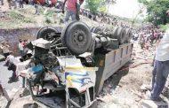पुणे : ट्रक ने एसटी बस और कार को मारी जोरदार टक्कर 9 लोगों की मौत, 16 घायल