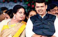 CM देवेंद्र फडणवीस की पत्नी के संगीत कार्यक्रम की टिकटें बेच रही है मुंबई पुलिस !