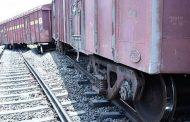 मालगाड़ी के 14 डिब्बे पटरी से उतरे, एक दर्जन ट्रेनों का रूट बदला