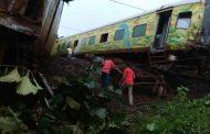 महाराष्ट्र : नागपुर-मुंबई दुरंतो एक्सप्रेस के 9 डिब्बे पटरी से उतरे , टला बड़ा हादसा