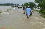 खिरोई नदी का तटबंध टूटने से दरभंगा-सीतामढ़ी रेलखंड पर रेल सेवा ठप