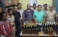 पालघर में शराब  बेचते हुए दो महिलाओ को पुलिस ने किया गिरफ्तार .