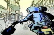 दिनदहाड़े एटीएम वैन से करोड़ों रुपये से भरा बॉक्स लेकर फरार हो गए बदमाश !
