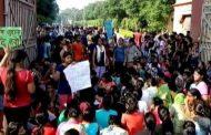 PM मोदी के वाराणसी पहुचने से पहले ही छात्राओं ने सिर मुंडवाकर किया प्रदशन , जाने क्या हैं मामला