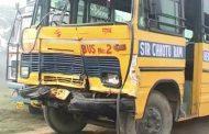 स्कूल बस से टैंकर टकराया, 50 बच्चे घायल