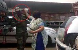 VIDEO : जवान को बेवजह थप्पड़ मारने वाली महिला गिरफ्तार , जाने इस घटना कि सच्चाई