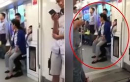 मेट्रो में जब बैठने को सीट नहीं मिली तो युवक के गोद में ही बैठ गई महिला !
