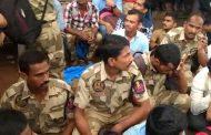 महाराष्ट्र सुरक्षा बल के कर्मचारी हड़ताल पर, मेट्रो स्टेशन पर लम्बी कतार