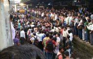 नागपुर-मुंबई दुरंतो एक्सप्रेस से बाधित हुई रेल सेवा से नाराज यात्रियों ने किया रेल रोको आंदोलन