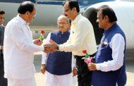 अहमदाबाद पहुंचे उप राष्ट्रपति, हवाईअड्डे पर गर्मजोशी से स्वागत