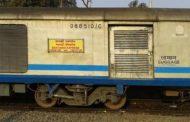 यूपी : क्रासिंग पर शताब्दी ट्रेन ट्रैक्टर ट्राली से टकराई , टला बड़ा हादसा