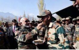 PM मोदी ने बॉर्डर पर जवानों के साथ मनाई दिवाली , सेना को कहा अपना परिवार