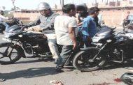 तेज़ रफ्तार ट्रक ने कुचला तीन छात्रों को,बाइक से जा रहे थे एक साथ तीनों