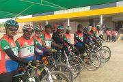 मुंबई में 26/11 को शहीद हुए शहीदों की याद में दिल्ली से मुंबई तक निकाली साईकिल रैली