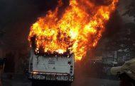 निजी बस में लगी आग, दो की मौत , 16 यात्री सुरक्षित