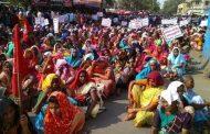 एमएमआरडीए की योजना  के विरोध में आदिवासी एकता परिषद का मनपा मुख्यालय पर मोर्चा .