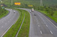 मुंबई-गोवा महामार्ग पर लग्जरी  बस 15 फीट नीचे खाई में  गिरी, 27 घायल
