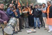 गुजरात और हिमाचल की जीत पर कानपुर में भाजपा ने मनाया जश्न