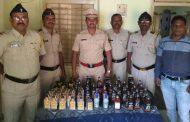 पालघर जिला : मनोर पुलिस ने हजारो रूपये का दमन शराब किया जप्त,शराब बेचने वाला गिरफ्तार