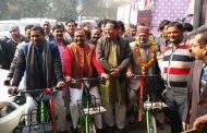आगरा में पर्यटकों के लिए शुरू हुई साइकिल सेवा