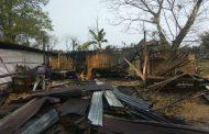 डिमौ शहर में आग लगने से घर राख