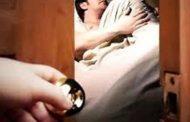 नाजायज संबंध में रोड़ा बन रहे पति को इस तरह पत्नी ने उतारा मौत के घाट , सिर को धड़ से अलग कर ............