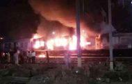 ठाणे : लोकल ट्रेन के एक कोच में लगी आग, डिब्बा जलकर ख़ाक
