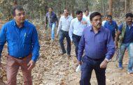 कमिश्नर ने कोयलीबेड़ा आमाबेड़ा सुदुर वनांचल क्षेत्र का किया भ्रमण