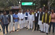 रेलवे फाटक बन्द करने का विरोध, सपाई डीएम से मिले