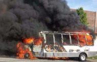 टायर फटने के बाद बस में लगी आग ,बस जलकर खाक