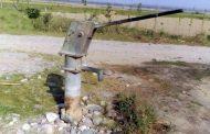 प्यास बुझाने हैण्डपंप पर पहुंची महिला , पानी पीते तोड़ा दम !