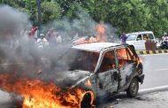 कार में लगी आग, एक ही परिवार के चार लोगो की जलकर मौत !
