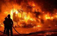 कौशांबी मेट्रो स्टेशन के पास पाइप फैक्ट्री में लगी भीषण आग