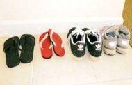 घर के बाहर जूते उतारने से कम हो सकता है मोटापे का खतरा: शोध