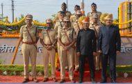 महाराष्ट्र दिवस पर पालघर डीएम ने पुलिस अधिकारियो और कर्मियों को किया सम्मानित
