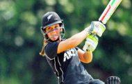 वनडे में सबसे कम उम्र में दोहरा शतक लगाने वाली क्रिकेटर बनीं एमेलिया