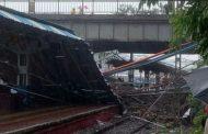 मुंबई में अंधेरी स्टेशन पर फुट ओवरब्रिज गिरने से पश्चिम रेलवे की सेवा ठप, 2 घायल