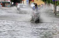 बारिश से तालाब बनी सड़कें, लोगों की मुसीबत बढ़ी