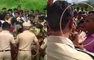 पालघर जिला: जमीन मुआवजे के बदले किसानों को मिल रहे पुलिस अधिकारी के थप्पड़ और धक्के !