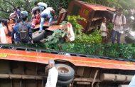 पालघर :  ST बस हुई  भीषण सड़क हादसे का शिकार ,11 यात्री गंभीर रूप से घायल